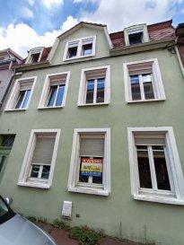 Immeuble Forbach  3 T3. Immeuble à rénover comprenant :<br/>- Caves : En sous sol<br/>- Rez de chaussée : APPARTEMENT 1 - Appartement T3 de  58,37 m2, comprenant une entrée+dégagement, une cuisine nue, un salon-séjour, deux chambres, une salle de bains.<br/>- 1er étage : APPARTEMENT 2 - Appartement T3 de 64,6 m2, comprenant une entrée + dégagement, une cuisine nue, un salon-séjour, deux chambres, une salle de bains.<br/>- 2ème étage : APPARTEMENT 3 - Appartement T3 de 67,5 m2, comprenant une entrée + dégagement, une cuisine nue, un salon-séjour, deux chambres, une salle de bains.<br/>Des travaux sont à prévoir<br/>Absence de mode de chauffage<br/>Pour plus de renseignements contactez nos agences au 03 72 64 01 02