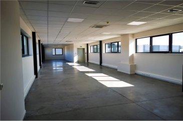 RE/MAX spécialiste de l'immobilier , vous proposez un espace de bureaux de 175 m² avec WC au premier étage à louer entièrement modulable selon vos besoins .   L'immeuble se trouvant à Grass, à la frontière belge, bénéficiant ainsi d'une visibilité maximum sur les axes d'accès principaux de la zone.  Ce bien vous intéresse, vous souhaitez obtenir plus d'informations ? Ou vous envisagez vous-même de vendre ou faire estimer votre bien et bénéficier de l'accompagnement d'un professionnel RE/MAX tout au long du processus ? Veuillez me contacter aux coordonnées ci-après.