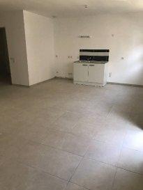 Réf: 5962  Appartement de 50 m² rez-de-chaussée en plein centre de Berck Plage neuf:   Entrée, séjour, cuisine non équipée, salle de bains avec wc et 1 chambre.  Pas d\'extérieur - pas de parking  Loyer: 580 €Charges: 20 € (edf et edf en supplément)   1 mois de caution   frais d\'agence: 550 €  Libre  Réf: 5962