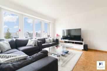 Ce lumineux appartement se situe au Limpertsberg, au deuxième étage d'une petite résidence de 4 unités. Il dispose d'une surface habitable de ± 90 m² et se compose comme suit :  d'un hall d'entrée de ± 10 m² avec un grand dressing encastré, d'un salon/salle à manger de ± 27 m², d'une cuisine semi-ouverte de ± 12 m² équipée et aménagée avec un accès au balcon orienté sud, de deux chambres de ± 18 et 15 m², d'une salle de douche et d'un wc séparé.   L'offre comprend également une cave de ± 10 m².  Possibilité d'acquérir un garage et un emplacement dans la même résidence.   Généralités:  · Bien en très bon état, rénové ; · Garage et emplacement en option dans la même résistance ; · Charges 200 euros/mois ; · Double vitrage, châssis PVC, volets manuels ; · Chaudière au gaz; · Etage élevé, très lumineux ; · Sol en parquet, carrelage ; · Toiture en ardoises, en bon état ; · Balcon orienté sud, vue dégagée ; · Placards dans l'entrée ; · Limpertsberg – quartier le plus prestigieux, au cœur de la ville.   Agent responsable : Katia Gravière au 661 33 29 82 ou katia@vanmaurits.lu