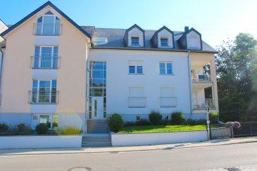 !!!!!!!!! Magnifique appartement à saisir !!!!!!!!!!!!!!!!!!!!<br><br>Immo Nordstrooss vous propose un superbe appartement au 1ere étage, complètement repeint et prêt à y habiter, le bien vous offre une surface habitable de 61.79m2 avec un balcon. <br><br>Ce beau appartement construit en 2006 se compose de suite:<br><br>- Cuisine équipée ouverte donnant accès au balcon <br>- grand Séjour & Salle à manger <br>- Chambres à coucher avec salle de bain -> suite parentale  <br>- WC séparée <br>- Cave et garage avec raccordement à l\'eau et électricité <br> <br>Le bien se trouve proche de toutes les commodités : Écoles, Commerces, Établissements culturels et sportifs, Transports publics accessibles à pied.<br><br>Pour plus de renseignements veuillez nous contacter au 691 450 317.