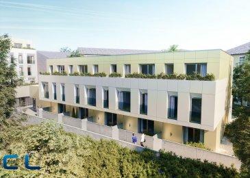 Nous vous proposons à la vente dans le nouveau projet  immobilier de standing « Place Benelux » :<br>Une maison de 148m2 dont 135,44m2 habitables.<br><br>Au sous-sol :<br>- Un box fermé avec accès privatif<br>- une cave<br>Au rez-de-chaussée :<br>- Des jardins privatifs<br>- Une grande terrasse avec un accès au jardin<br>- Un WC séparé<br>- Une cuisine ouverte<br>- Un grand living<br><br>Au premier étage :<br>- Deux chambres à coucher<br>- Deux salles de bain<br><br>Au deuxième étage :<br>- Une chambre à coucher<br>- Une salle de bain<br>- Une terrasse de +/- 5 m2 <br><br>Ce nouveau projet  à l\'architecture contemporaine est constitué de 5 maisons en bande, d\'une résidence de 6 appartements et d\'un local commercial. <br>Il est idéalement situé à la Place Benelux, dans le quartier résidentiel d\'Esch nord, quartier calme et accueillant, qui possède encore de petits magasins de proximité, d\'autres infrastructures (telles que piscine, école, crèches, hôpital \') ou services (poste, banques etc), se trouvent aussi dans ce quartier. Les transports en commun ainsi que l\'autoroute A 4 se trouvent à quelques mètres. <br>A 5 minutes en voiture du site Belval.<br><br>Les prix indiqués comprennent la TVA à hauteur de 3%, il y a la possibilité d\'acheter en supplément des emplacements de parking intérieurs.<br><br>N\'hésitez pas à nous contacter pour de plus amples renseignements, les plans et cahier de charges sont à votre disposition sur  simple demande.<br><br>Commission d\'agence comprise dans le prix à la charge du vendeur.  <br />Ref agence :EACVB69-79-M4