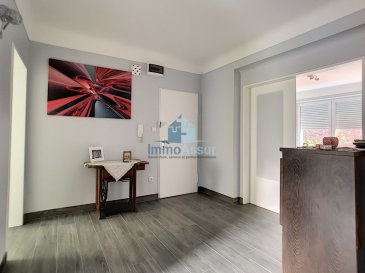 Exclusivité ImmoAssur Découvrez ce bel appartement spacieux et très lumineux avec une surface utile de 93.80m2 Au 1 et étage  dans une résidence avec ascenseur  très  bien entretenue.  Il se compose comme suit: - Grand hall d'entrée - Cuisine équipée avec une sortie sur un balcon de 2.5m2 - Living salle à manger lumineux de 20.52m2 avec sortie sur balcon de 3m2 - Trois grandes et lumineuses chambres de 13.45m2, 13.38m2 et 15m2 - Salle de douche - Grande cave de 17m2 et buanderie  - L'appartement a été entièrement rénové et se trouve dans un état impeccable.  Proche de toutes commodités, transports publiques, école, pharmacie, médecins, commerces et juste à cotés de l'embranchement des autoroutes.  - Les prix s'entendent frais d'agence de 3 %   TVA 17 % inclus dans le prix et  payable par le vendeur  Nous sommes aussi disponibles pour les visites le samedi. Selon la disponibilité des propriétaires.  Nous recherchons en permanence pour la vente et pour la location, des appartements, maisons, terrains à bâtir etc pour notre clientèle déjà existante. Achat par notre société aussi.  N'hésitez pas à nous contacter si vous avez un bien pour la vente ou la location. Estimation gratuites voir conditions en agence.  Ref agence :App_3ch