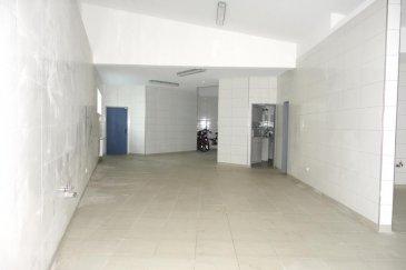 L'agence New Keys vous propose en location un dépôt de +/-300m2 situé à Bonnevoie.  Le dépôt dispose des deux grandes pièces ( 40m2+150m2) - 4 pièces/ bureaux séparés (15m2; 17m2; 30m2; 11m2) - Sanitaires et douche séparés pour femmes et hommes,   Conditions de location: Loyer: 4.000' Charges: 5.00' Caution: 6 mois de loyer: 24.000' Frais d'agence: 1 mois de loyer + 17% TVA: 4.680'  Disponible de suite!  N'hésitez pas à nous contacter au 27 99 86 23 ou par mail info@newkeys.lu pour plus d'informations ou une éventuelle visite Ref agence :5003246