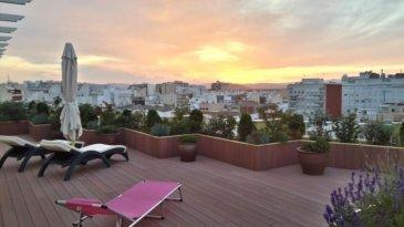 Belardimmo vous propose en exclusivité un magnifique Penthouse situé à Vinaros , entre barcelone et Valence, l\'appartement est au 6eme et dernier étage d\'un bâtiment de 2004, fait 160m² habitable et a une terrasse de 200m². Il est composé comme suit:<br><br>- Hall d\'entrée<br>- Grand salon/séjour 40m²<br>- Cuisine équipée<br>- 4 chambres à coucher <br>- 2 une salles de bains et wc<br>- 1 salle de douche avec wc<br>- Grande terrasse faisant le tour de l\'appartement<br><br>Le penthouse est à 100 mètres de la plage et de la promenade de Vinarós. A 5 minutes à pied du centre et proche des supermarchés et restaurants. Cette maison et ses pièces de grandes dimensions et toutes extérieures s\'ouvre sur une immense terrasse avec parquet flottant de 160 m² de design. La cuisine avec portes et meubles en chêne est très spacieuse dispose de tous les appareils électroménagers et avec sa propre terrasse de style andalou idéale pour les petits déjeuners en famille en plein air. Les chambres, toutes doubles et dont une en suite et dressing ont accès à la terrasse qui donne une grande luminosité à cet attique. Une place de parking avec un espace (sous la rampe d\'accès) peut-être utiliser comme espace pour les vélos. Un grand box privé au niveau de la rue pour une voiture et salle de stockage complète l\'offre de ce fantastique appartement à Vinarós.<br><br>Equipements:<br><br>- porte d\'entrée blindée<br>- terrasses équipées d\'irrigation automatique et système d\'éclairage avec programmation<br>- Douche Solaire<br>- Pergola store manuel<br><br><br><br>Vinaroz est situé à 80 km au nord de Castellón, entre Barcelone et Valence. C\'est une ville maritime de plus de 30 000 habitants, parallèle à la medittérranée. Ouverte à la mer, elle est idéal pour vivre toute l\'année ou comme destination de vacances. Elle offre toutes les possibilités pour profiter de la côte, des loisirs et surtout de la gastronomie. Capitale de la région, elle dispose de tous les services administratifs et 
