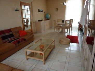 Maison Jumelée T5 située à HEUMONT avec une belle vue dégagée sur 5.33 ares, composée comme suit: RDC: entrée, dégagement, cuisine équipée, placard, sdb (douche), wc, salon ouvert sur salle à manger (32m²) avec accès terrasse de 36m² (plein sud), 1er ETAGE: 2 chambres (12-15m²) avec placard, 1 pièce de 5m² (possibilité 2ème SDB), Combles: 1 chambre de 15m² et grenier, Sous-sol: chaufferie et  cave (30m²), Garage de 32m² avec fosse et fenêtres. Foncière: 630€, double vitrage, tout à l'égout
