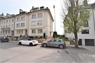 Veuillez contacter Bardia Allami pour de plus amples informations : - T : 621 150 966 - E : bardia.allami@remax.lu  RE/MAX Luxembourg, Spécialiste de l'immobilier à Luxembourg, vous propose cet appartement d'un beau volume, meublé et entièrement équipé, d'environ 95 m² situé au 1er étage. Cet appartement se situe dans une rue calme et résidentielle. Proche du centre-ville, à proximité de la place de Paris, ce bel appartement est composé de deux chambres dont une meublée avec un lit double, l'autre plus petite composée d'un lit d'une personne uniquement. Cuisine équipée, réfrigérateur, four, plaques électriques, ustensiles de cuisine (vaisselle, etc.).  Grand living et salle à manger avec parquet au sol. Terrasse qui donne sur l'arrière est avec une très jolie vue sur le jardin. Il y a aussi une machine à laver à disposition dans une buanderie commune, cave.  L'appartement convient pour un couple, une colocation ou une personne seule !  Acompte sur charges : 190 € par mois (comprend chauffage, entretien des communs, taxe d'ordures ménagères, reste à la charge du locataire: abonnement pour électricité, éventuellement internet)  Loyer : 1680 € / mois Charges : 190 € / mois Caution : 3740 € Disponibilité : immédiatement  Frais d'agence RE/MAX : 125 % du montant du loyer à la charge du locataire + TVA