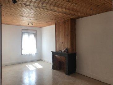Proche des axes autoroutiers, f3 de 75 m² avec une belle pièce à vivre munie de sa cheminée factice, deux chambres avec rangements, une grande cuisine meublée et partiellement équipée, une salle d'eau, wc séparé, une cave, un garage individuel, libre de suite  ( chauffage électrique) loyer 630€ +40€ de charges  honoraires d'agence 350€+150€edl