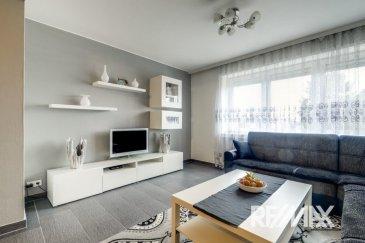 ***SOUS-COMPROMIS***  RE/MAX Select, spécialiste de l'immobilier à Luxembourg vous propose à la vente ce charmant appartement, aux finitions soignées, d'une superficie de 75 m² habitables. Situé dans une rue très calme, au troisième étage d'une petite résidence de six unités, il se compose de la manière suivante :   Un vaste hall d'entrée d'environ 6.5m², un séjour/salle à manger de 25 m², une cuisine d'environ 8 m² équipée possible d'ouvrir sur le séjour, une première chambre de 15 m², une deuxième chambre de 11 m² avec un balcon donnant sur un jardin, une salle de douche, emplacement machine à laver et sèche linge, un WC séparé avec lave mains.  Ce bel appartement est complété par un garage et une cave.  Caractéristiques supplémentaires : triple vitrage, chauffage au gaz, situation calme, rénovation soignée et de qualité, etc.  Informations utiles : peinture de l'appartement refaite.  Disponibilité à convenir.  Coup de cœur assuré !  Thierry Marteau : 691 357 002