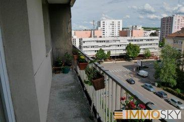 M572408 VENTE APPARTEMENT DE 62M2 AVEC BALCON RUE GABRIEL PIERNE SECTEUR METZ GARE, dans immeuble au 6ème étage avec ascenseur, lumineux et en très bonne état. Fenêtre double vitrage PVC. Il offre 2 chambres de 9 et 10m2, un séjour de 23m2 avec accès balcon et une cuisine équipée carrelé  séparé et un cellier. Salle de bain carrelé,avec fenetre et un WC séparé, une cave. Proche GARE DE METZ, SABLON, METZ CENTRE. Pour plus d\'informations Richard NGUYEN, Conseiller spécialiste du secteur, est à votre entière disposition au 06 23 12 78 87.<br>Honoraires à la charge du vendeur.