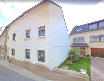 !!!!!!!!!!!!!! A LOUER !!!!!!!!!!!!!!!<br><br>Une chambre meublé +/-20 m² situé à Mertert, offrant un bon espace vitale.<br>- Loyer mensuel : EUR 750€ Charges comprises<br>- Avances sur charges : 20€ télévision et internet<br>- Caution : 3 mois de loyer  <br><br>Les frais d\'agence pour la location s\'élèvent à un mois de loyer + TVA 17%. <br>Les frais sont à la charge du locataire.  <br><br>Pour tout complément d\'information et/ou une visite, contactez-nous au tél. : +352 691238 008.