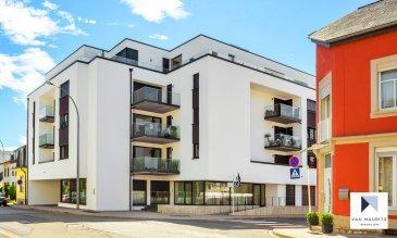 Situé au 1er étage d'une résidence de 2017, cet appartement moderne de ± 106 m² habitables se compose comme suit: l'entrée de ± 9 m² dessert le séjour de ± 45.5 m² avec la terrasse de ± 11 m², la cuisine séparée et équipée de ± 11 m² , deux chambres de ± 14 (avec dressing) et 10 m² et enfin, la salle de bain ± 7 m², le wc séparé de ± 2 m² et la buanderie de ± 9 m² (avec l'emplacement pour la machine à laver).  Le sous-sol comprend une cave ± 8 m² (N°10) et un emplacement de parking (N°25).  Généralités:  PCE A-A; Châssis PVC – triple vitrage; Chauffage au sol;  Vue dégagée; Vidéophone; Appartement vendu avec les meublesà 17.000€ Charges mensuelles: 250€