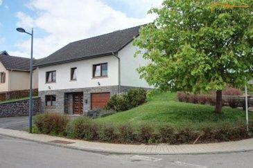 ***VENDU***Jolie maison libre des 4 côtés, datant de 1992 avec une surface totale de +-280 m2 (Rez 96,48 m2, Etage 88,89 m2, Grenier 95,49 m2) et érigée sur un terrain d\'une superficie de 5 ares .<br><br>DESCRIPTION:<br><br>Rez-de chaussée: (+- 96,48 m2)<br>- Hall d\'entrée (10,53 +5,51 m2)<br>- 1 chambre à coucher / bureau (15,40 m2)<br>- chaufferie (10,98 m2)<br>- cave (réservoir cuve à mazout) (12,47 m2)<br>- salle de douche / buanderie (7,48 m2)<br>- garage pour 2 voitures (34,11 m2)<br><br>Etage: (+- 88,89 m2)<br>- Hall (16,86 m2)<br>- cuisine équipée avec accès jardin (11,54 m2)<br>- salon / salle à manger avec accès jardin (17,72 m2 + 10,07 m2)<br>- 1 débarras (1,62 m2)<br>- 2 chambres à coucher (10,51 m2 + 13,38 m2)<br>- 1 salle de douche avec douche, WC et lavabo (7,19 m2)<br><br>Grenier partiellement aménagé (+-95,49 m2)<br><br>JARDIN <br><br>Nous restons à votre entière disposition pour des questions éventuelles ou une visite des lieux. <br><br>Nous recherchons en permanence pour la vente: appartements, maisons, terrains à bâtir et projets pour clientèle existante. Achat possible par notre société. <br><br>N'hésitez pas à nous contacter pour une estimation gratuite et la mise en vente de votre bien immobilier. <br><br>Pour l'obtention de votre crédit, notre relation avec nos partenaires financiers vous permettront d'avoir les meilleures conditions.<br><br>Pour toutes informations supplémentaires contactez-nous aux numéros suivants:<br>- Carine DEI CAMILLO        +352  621 45 32 08<br>- Pascal POOS                    +352  621 36 20 26<br>- BUREAU                           +352    27 80 83 59<br><br><br><br />Ref agence :3497512