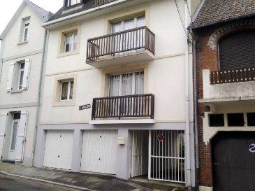 REF: 5914  Appartement dans une petite résidence soignée au 1er étage proche plage d\'une surface de 45 m2 comprenant: entrée, séjour, salle de bains, wc, deux chambres  Place de parking- Disponibilité d\'un chalet sur cour