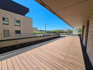 REMAX spécialiste de l'immobilier au Luxembourg, vous propose à la location ce très bel appartement neuf, dans un nouvel immeuble résidentiel à Bertrange.  Avec sa magnifique terrasse et son jardin privatif d'environ 70m², orientés plein sud, il satisfera les plus exigeants !  D'une surface habitable d'environ 92m², il se compose :  - d'une pièce de vie lumineuse, d'environ 40m², avec une belle cuisine équipée ouverte, avec îlot central et table intégrée. - de 2 chambres, spacieuses, d'environ 15.6m² - d'une salle de bain avec douche, baignoire, double vasque, WC. - d'un WC invité - d'un hall d'entrée  Au sous-sol, une grande cave, un emplacement de parking souterrain complètent cet appartement. Buanderie collective.  Idéalement situé, à 10 minutes de Luxembourg ville, et 3 km des autoroutes A4 et A6. Commerces à proximité Bus RGTR lignes 213 - 225 - 226 Gare de Bertrange Strassen à 1km Crèches Sunflower à proximité Ecoles fondamentales à proximité Ecoles Européenne II à 1km  Disponible au 1er juillet 2020 Commission d'agence à la charge du locataire : 1 mois de loyer +TVA Ref agence :5096333