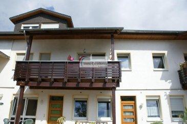 IMMO EXCELLENCE  vous propose en exclusivité ce joli appartement d\'une surface habitable de 61 m2. L\'appartement se compose comme suit : Un hall d\'entrée, une chambre-à-coucher, une salle-à-manger avec living et accès sur un balcon, une cuisine équipée, un débarras ainsi qu\'une salle-de-douche. Plusieurs emplacements à l\'extérieur. L\'immeuble dispose également d\'un magnifique jardin commun.<br><br>Situation très calme et à proximité de toutes commodités. Le centre ville d\'Echternach se trouve à seulement 2 minutes.<br />Ref agence :3426636