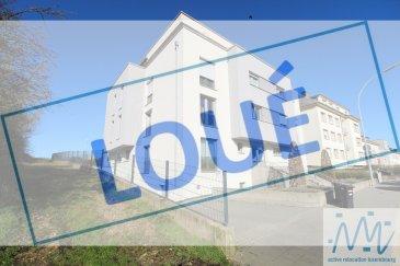 ***LOUE*** ''active relocation luxembourg'' vous propose un très bel appartement comprenant un hall d'entrée, une superbe cuisine équipée ouverte sur le living aux larges baies vitrées et donnant accès à la grande terrasse à l'arrière de la résidence et avec vue sur la campagne, 2 chambres avec beau parquet massif, une salle de douche avec WC, un débarras avec raccordement pour la machine à laver, un WC séparé, une cave privative, un emplacement de parking intérieur.  Loyer mensuel : 1.900 euros Avances charges : 250 euros   Disponible à partir : fin avril  Dans une résidence de standing récente à Luxembourg-Cessange, arrêt de bus à 50 m.   Accès rapide pour la Cloche d'Or Auchan, Deloitte Alter Domus et le centre-ville.  Commerces à proximité immédiate.  Si vous pensez vendre ou louer votre bien, active relocation luxembourg est à votre service pour vous conseiller au mieux et vous faire profiter de toutes ses compétences en vue de commercialiser votre bien de manière professionnelle et rapide.  +352 270 485 005 info@arlux.lu www.arluximmo.lu