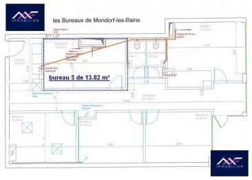 En plein centre-ville de Mondorf-les-Bains dans un immeuble NEUF, A LOUER un BUREAU MEUBLE n°5 de 13.82 m², au sein d'un business center à taille humaine.  Chaque bureau meublé dispose de: - 1 grande cuisine équipée, - 1 WC H + 1 WC F.  Les locaux sont NEUF et  ce bureau peut accueillir confortablement entre 2 et 3 collaborateurs. Charges incluses (eau C+F, chauffage, électricité, INTERNET et ménage parties communes).  Accessible de plein pied. Idéal pour toute activité tertiaire, profession libérale, commerciale ou administrative. Parking gratuit devant et à 100 m !  UNE VISITE S'IMPOSE !  + LOYER : 750 EUR /mois  + CHARGES TOUT INCLUS FORFAITAIRE : 100 EUR/mois + CAUTION : 2 mois + DISPONIBILITE : 1er Avril 2019 + DUREE DU CONTRAT : 1 an minimum + Frais d'agence : 1 mois HT+ TVA  Idéalement placé à deux pas de : - grands parkings gratuits - commerces (fleuriste, magasin de vêtement, boulangerie, boucherie, supermarché, salon de thé...), - restaurants et cafés, - banques, poste, - médecins, kinésithérapeutes, pharmacies..., - crèches, parcs et squares, écoles, lycée, - Les thermes (SPA et Fitness) et le Casino. Ref agence :L_bureauM_mondorf_5
