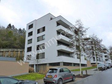 Immo Corner, votre agence disponible 7j/7j vous propose:  Location: Appartement situé au deuxième étage de 63m2 avec balcon couvert de 8m2.  L'appartement construit en 2015 dispose d'une chambre à coucher et il se situe à Luxembourg-Dommeldange à quelques pas de Luxembourg-Ville.   Description de l'appartement: - spacieux hall d'entrée, - espace ouvert de 36m2 reprenant living, salle-à-manger et cuisine, ° sortie vers balcon de 8m2,  - cuisine équipée avec électroménager Siemens, - chambre à coucher de 13,5m2, - salle de douche de 5m2 avec douche, wc et 1 lavabo, - cave privative de 9,5m2, - emplacement pour machine à laver dans la buanderie commune, - emplacement intérieur pour une voiture.  Informations diverses: - chauffage au gaz, - fenêtres alu en triple vitrage avec stores électriques, - système de ventilation, - façade isolante, - vidéo-parlophone,  - espace vélos, - ascenseur