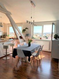 Appartement Yutz 2 ch. 76 m2. Ce bel appartement, de plus de 92 m² ne nécessite aucun travaux.<br/>Il se situe au 3ème et dernier étage d\'une petite copropriété avenue des Nations à YUTZ. <br/>Il est composé d\'un séjour  de plus de 21 m² ouvert sur une cuisine de 9 m² et un salon de 17 m² au sol, de deux chambres, une salle de douche, un WC individuel et une buanderie.<br/>Le bien est complété par une cave de 19 m² et un jardin privatif d\'environ 1,5 ares.<br/>A moins de 15 minutes à pied de la gare SNCF.<br/>IMMO DM: 03.82.57.31.87<br/>Copropriété de 4 lots (Pas de procédure en cours).<br/>Charges annuelles : 480.00 euros.