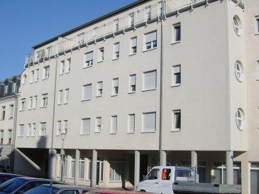 Bel appartement au 3ième étage de 54 m2 situé au Centre d\'Esch/Alzette comprenant: hall avec placard intégré, living, cuisine équipée séparé, salle de douche avec raccordement pour machine à laver, 1 chambre à coucher, cave,  ascenseur. Visite sur demande Ref agence :103394
