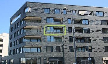 Sigelux Real Estate vous propose à la location cet appartement 1 chambre, au 3 étage, construction 2021, bâtiment 27 au sein de la nouvelle résidence Livingstone.  Sa surface habitable est de +/- 50m2  Il se situe au 27, rue Evy Friederich, L-1552 Luxembourg et se compose comme suit : - Hall d'entrée  - Cuisine équipée ouverte - Living acces terrasse - 1 chambre avec loggia - Salle de douche avec WC - 1 cave au niveau -1 - Local à vélo - 1 emplacement de parking au niveau -2 - Chauffage au sol , porte sécurisée, visiophone, volets électriques    DISPONIBILITE IMMEDIATE   Loyer : 1350€ Charges : 180€ Garantie locative : 3 mois de loyer   Frais d'agence : 1 mois de loyer + Tva 17%   Pour plus de renseignement ou visite contactez M. Bob Funck Tel 46 71 31 ou bob@sigelux.lu