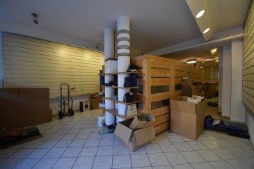 EN EXCLUSIVITE, Sartori Immo, agence immobilière à Bettembourg a le plaisir de vous présenter un magnifique commerce au rez de chaussée bien placé à Esch/sur/Alzette.  Le local dispose au Rdc 80m2 avec WC, petite cuisinette, etc... possible d'acquérir un depot de 60m2 avec possibilité d'avoir un accès directement. ( prix 130.000 € ) Possible d'acquérir un grand garage pour 2 voitures. ( prix 120.000 € )  Le local dispose d'une magnifique vitrine avec beaucoup de passage.  Le local sera prêt pour toute activité commerciale.  Pour plus d'informations, veuillez contacter Mr Sartori au 691 472 013.