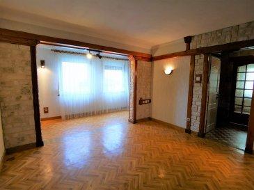 Maison jumelée a Villerupt (cantebonne) de 91m² habitables, avec jardin  et garage dans un joli quartier au calme.  Composé au RDC : d'un Hall d'entrée, d'un salon séjour de 20 m²  d'une cuisine de 10m² (possibilité d' ouvrir la cuisine sur le séjour ou de réaménagements pour gagner du volume) de deux SDB une avec baignoire et une avec douche d'un wc d'un placard de rangement.  Au premier étage : de trois chambres (9m², 10m² et 11m²) combles servant actuellement d'espace de loisir bibliothèque  Au sous-sol : un espace de rangement, un garage grande buanderie avec évier  JARDIN avec dépendance (atelier)  Double vitrage Chauffage GAZ  Maison avec beaucoup de charme.  A 5 Minutes d'Esch-sur-Alzette.  Visite virtuelle. Frais d'agence a charge vendeur. Mandat exclusif.