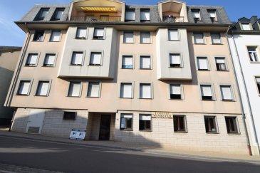 Situé à Remich, au 2ème étage d'un immeuble datant de 1987, cet appartement semi-meublé se compose comme suit:  L'entrée s'ouvre sur un couloir ± 3 m² suivi d'un hall ± 10 m² desservant le salon ± 26 m² avec accès à un balcon ± 8 m², la cuisine séparée équipée ± 10 m², une chambre ± 15 m² et une salle de bain ± 6 m² avec lavabo et wc et la machine à laver / sécher le linge.  Une cave ± 4 m² complète l'offre.  Généralités:  Double vitrage ; Disponibilité immédiate ; Garantie bancaire: 3 mois de loyer, soit 3300 € ; Charges: 250 €/mois ; Un emplacement de parking à proximité est disponible à la location au prix de 100 €/mois ; Situé dans le centre de Remich, proche de toutes commodités.