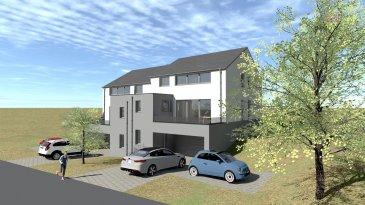 Projet: maison jumelée 3 façades (maison droite) à Boevange (commune de Wincrange située dans le canton de Clervaux)  Surface brute: 216,11 m2 Surface habitable: 158,18 m2 Classification énergétique: A-B-B Chauffage: Pompe à chaleur air / eau, panneaux photovoltaïques. La finition est prévue pour mai 2022.   Orientation de la terrasse et du jardin, sud-ouest.  Situation calme avec un passage faible.  *Rez de chaussée:  Hall d'entrée (18,60 m2), hall vers garage et la cage d'escalier - garage (47,36 m2), buanderie - local technique (10,57 m2)  *1er étage: Cage d'escalier, hall (5,81 m2), WC séparé (1,52 m2), réserve-rangement (6,55 m2) sortie vers la terrasse arrière, grand living-salle à manger (48,95 m2), cuisine (10,60 m2), terrasse arrière (29,14 m2), terrasse avant (12,40 m2)  *2e étage:  Cage d'escalier, hall de nuit (10,24 m2), WC séparé (1,42 m2) salle de bains (10,57 m2) 3 chambres à coucher (17,29 m2 ? 11,96 m2- 14,66 m2)  Aspects techniques: Chauffage: pompe à chaleur air /eau Chauffage au sol partout dans la maison (sauf dans le garage)  Eau chaude par boiler thermo dynamique Ventilation mécanique double flux Châssis PVC triple vitrage avec stores Sols: Carrelage Façade isolante de 20 cm  Prix 3% TVAC: 730.000 € (sous condition d'acceptation du dossier par l'Enregistrement) Prix 17% TVAC: 780.000 €   Pour de plus amples renseignements ou pour une visite, contactez nous: info@immowolz.lu / 352 95 82 59 -1  Doppelhaushälfte Neubau (rechtes Haus) in Boevange (Gemeinde Wincrange im Kanton Clervaux)  Gesamtfläche: 216,11 m2 Wohnfläche: 158,18 m2 Energieklasse: A-B-B Heizung: Luft / Wasser-Wärmepumpe, Photovoltaik-Module geplante Fertigstellung: Mai 2022  Orientierung der Terrasse und des Gartens Richtung Süd-Westen; Ruhige Lage in einer verkehrsarmen Straße;  Erdgeschoss: Eingangshalle (18,60 m2), Halle zur Garage und Treppenhaus - Garage (47,36 m2), Waschküche - Technikraum (10,57 m2)  1. Etage: Treppenhaus, Flur (5,81 m2), separates WC (1,52 m2), Abstellraum
