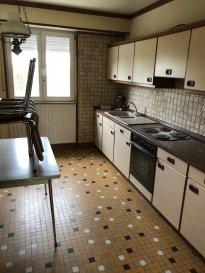 MAISON A LOUER Surface 110m2 3 chambres cusine équipée living salle de bain wc cave garage jardin