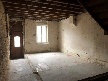A 2 pas du centre ville.  Maison de ville à rénover composée de 3 plateaux de 40 m2. Toiture et menuiseries neuves. Devis finitions de 60000 euros.