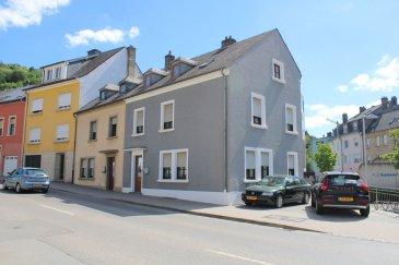 !!!!!!!!!!!!!!!!!! IDEAL POUR DEUX FAMILLES !!!!!!!!!!!!!!!!!!!!!!!!!!  Maison d'habitation (surface habitable:  /- 250 m2, surface totale:  /- 300 m2) avec chauffage central, partager en deux maisons ou maison et commerce (profession libérale) avec des rentrées complètement séparées.  1er Maison de  /-139,41m2 habitable;    hall d'entrée, séjour, living/salle à manger avec feux ouvert, cuisine équipée, 3 chambres à coucher, salle de bains, WC sépare, débarras, et une grande cave.  2e Maison de  /-108,49 m2 habitable;  hall d'entrée, living/salle à manger, cuisine équipée, 2 chambres à coucher, bureau, salle de bains avec raccordement machine à laver et balcon.               dalles en béton / double vitrage Deux emplacement devant la maison complete le tout.  Pour plus de renseignements ou une visite (visites également possibles le samedi sur rdv), veuillez contacter le 691 850 805. Ref agence :318