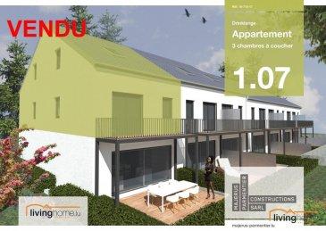 ***100% VENDU***La société immobilière livinghome Real Estate  vous présente son nouveau projet de construction d\'une résidence à Drinklange, petit village dans la commune de Troisvierges.<br><br>Résidence « Kurzelt » <br><br>Duplex 1.07 à 3 chambres à coucher, 125,87 m², 1 balcon, 1 cave, 2 parkings privatifs inclus<br><br>Le Duplex se situe au 1ier et 2e étage  <br><br>Le Duplex comprend:<br> <br>Etage: 1<br>- Hall d\'entrée de 9,9 m2<br>- WC séparé de 2,9 m2<br>- chambre à coucher 1 de 19,1 m2<br>- 1 cuisine / living de 34,8 m2 <br>- 1 balcon de 9,3 m2<br><br>Etage: 2<br>- chambre 2 à coucher de 20,3 m2<br>- chambre 3 à coucher de 18,3 m2 <br>- 1 salle de bains de 7,9 m2 <br>- 1 hall de nuit de 9,9 m2 <br>- 2 parkings intérieurs n° 9 et 10<br>- 1 cave n° 9 de 3,3 m2<br>(Le cadastre vertical définit la surface de l\'acte notarié) <br><br>DESCRIPTION:<br><br>La résidence « Kurzelt » située à Drinklange, abrite en tout 14 appartements de haut standing à 1 ou 2 chambres, dont 7 appartements (6 appartements à 1 chambre à coucher et 1 studio) et 7 duplex (à 2 ou 3 chambres à coucher). <br><br>Toutes les habitations disposent d\'une terrasse ou balcon, d\'une cave privative, ainsi que de 2 parkings inclus dans le prix de vente.<br><br>Dominée par une architecture contemporaine fonctionnelle et conçue selon les principes de la construction durable, la résidence garantit un confort optimal et des espaces de vie de qualité, incluant les commodités suivantes : chauffage au sol - ventilations mécaniques, contrôlées individuelles - revêtements et finitions internes de qualité - salle de bains de haut standing, équipée de mobilier avec douche carrelée de plain-pied ? terrasse privative et jardin commun pour l\'ensemble des unités.<br><br>SITUATION GEOGRAPHIQUE :<br><br>DRINKLANGE se trouve au nord du pays à 2 minutes de Troisvierges et à 5km de Weiswampach avec toutes ses commodités souhaitées (chemins de fer, centre commerciaux, business center, banques, restaurants, écoles,