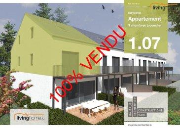 ***100% VENDU***La société immobilière livinghome Real Estate  vous présente son nouveau projet de construction d\'une résidence à Drinklange, petit village dans la commune de Troisvierges.<br><br>Résidence « Kurzelt » <br><br>Duplex 1.07 à 3 chambres à coucher, 125,87 m², 1 balcon, 1 cave, 2 parkings privatifs inclus<br><br>Le Duplex se situe au 1ier et 2e étage  <br><br>Le Duplex comprend:<br><br>Etage: 1<br>- Hall d\'entrée de 9,9 m2<br>- WC séparé de 2,9 m2<br>- chambre à coucher 1 de 19,1 m2<br>- 1 cuisine / living de 34,8 m2 <br>- 1 balcon de 9,3 m2<br><br>Etage: 2<br>- chambre 2 à coucher de 20,3 m2<br>- chambre 3 à coucher de 18,3 m2 <br>- 1 salle de bains de 7,9 m2 <br>- 1 hall de nuit de 9,9 m2 <br>- 2 parkings intérieurs n° 9 et 10<br>- 1 cave n° 9 de 3,3 m2<br>(Le cadastre vertical définit la surface de l\'acte notarié) <br><br>DESCRIPTION:<br><br>La résidence « Kurzelt » située à Drinklange, abrite en tout 14 appartements de haut standing à 1 ou 2 chambres, dont 7 appartements (6 appartements à 1 chambre à coucher et 1 studio) et 7 duplex (à 2 ou 3 chambres à coucher). <br><br>Toutes les habitations disposent d\'une terrasse ou balcon, d\'une cave privative, ainsi que de 2 parkings inclus dans le prix de vente.<br><br>Dominée par une architecture contemporaine fonctionnelle et conçue selon les principes de la construction durable, la résidence garantit un confort optimal et des espaces de vie de qualité, incluant les commodités suivantes : chauffage au sol - ventilations mécaniques, contrôlées individuelles - revêtements et finitions internes de qualité - salle de bains de haut standing, équipée de mobilier avec douche carrelée de plain-pied û terrasse privative et jardin commun pour l\'ensemble des unités.<br><br>SITUATION GEOGRAPHIQUE :<br><br>DRINKLANGE se trouve au nord du pays à 2 minutes de Troisvierges et à 5km de Weiswampach avec toutes ses commodités souhaitées (chemins de fer, centre commerciaux, business center, banques, restaurants, écoles, 