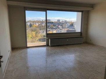 A vendre Luxembourg - Belair Appartement – 4e étage + Garage + cave --------------------- Appartement d'une surface 102,60 -------------------------------------------------------------------------------------------- - Hall d'entrée avec armoires intégrées - Grand Living avec vue imprenable - 1 cuisine équipée fermée - 2 chambres à coucher - - 1 salle de bains - 1 W.C. séparée - 1 balcon - 1 Terrasse - 1 Emplacement intérieur pour voiture - 1 Cave ---------------------- LES + - Situation exceptionnelle et calme - Proximité Centre-Ville - Belle luminosité - Vue imprenable et dégagée - Très bonne desserte par les transports publics, notamment par le Tram (arrêt à 350m) - grand potentiel - disponible de suite ----------------------- Façade neuve – Balcons et terrasse neuves – Fenêtres neuves ----------------------- Pour plus de renseignement ou un Rendez-Vous pour visiter contactez : Monsieur Bob FUNCK - bob@sigelux.lu SIGELUX : 46 71 31 ou info@sigelux.lu