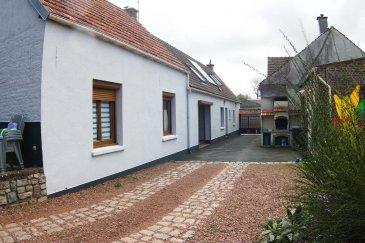 Longère semi plain pied axe Cambrai - Valenciennes - EN EXCL.  longère bâtie sur 891 m2 comprenant : hall d\'entrée avec placard, cuisine équipée avec coin repas, séjour avec cheminée insert, salon, 1 chambre, salle de douche, WC.<br> A l\'étage : 1 suite parentale avec salle de bains et WC, 3  chambres  dont 2 contigues.<br> Grenier - cave - CC gaz - panneaux solaire - 2 garages - jardin - dépendance -<br> 185 850 euros dont 5% d\'honoraires à la charge de l\'acquéreur<br> 177 000 euros net vendeur
