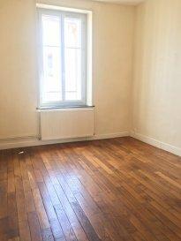 Appartement 3 pièces - 54.77m2 - Nancy.  Bel appartement de 54.77m2 situé au troisième étage d\'un immeuble rue Villebois Mareuil à Nancy, à proximité du tram, d\'ARTEM et centreville accessible en 10minutes à pied. Il se compose d\'une entrée, un séjour, une cuisine séparée, deux chambres et une salle de bains avec wc séparés.<br> Chauffage individuel au gaz.<br> DPE en cours.