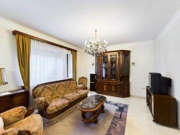 Visite virtuelle : https://premium.giraffe360.com/remax-partners-luxembourg/e2912dc16b05470e9b943b64608051e7/  Louis MATHIEU RE/MAX Partners, spécialiste de l'immobilier à Dudelange vous propose à la location cette belle et grande maison de quatre chambres avec jardin, d'une superficie d'environ 150 m2 habitables pour 210 m2 total. Située dans une rue calme, proche des accès autoroutiers et de toutes les commodités, elle se compose de la manière suivante :   Au rez-de-chaussée : un vaste hall d'entrée, une pièce de vie séjour/salle à manger de presque 35 m2, une cuisine équipée indépendante sur avec accès sur la terrasse et le jardin, un petit salon/bureau/chambre de 11 m2, un WC indépendant.  Au premier étage : un hall de nuit, trois chambres de 17 m2, 13 m2 et 13 m2, une salle de bains complètes (baignoire, douche, vasque simple, bidet, WC, rangements).  Au sous-sol : un garage double, une pièce de rangement,  une cuisine, un grand débarras.  A l'extérieur : deux terrasses, un jardin clôturé avec cabanon.  Ce bel appartement est complété par un emplacement extérieur devant le garage.  Caractéristiques supplémentaires : double vitrage, chauffage au gaz, situation calme, etcà  La maison est louée meublée.  Disponible immédiatement.  Frais mensuels : env 230€/mois (chauffage, électricité, eaux)  Caution de 3 mois de loyer : 7800€  Frais d'agence un mois de loyer + TVA : 3042€  Contact : Louis MATHIEU au +352 671 111 323 ou louis.mathieu@remax.lu Ref agence : 5096392