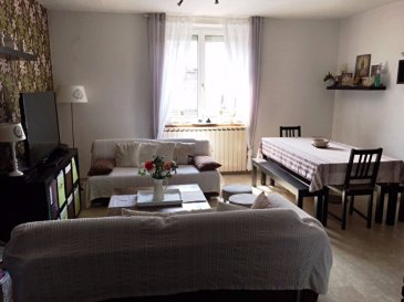 HAGONDANGE, BEL APPARTEMENT DE TYPE F3 DE 83M² DANS PETITE COPROPRIETE..                    *****IDEAL PRIMO-ACCEDANTS ET/OU A BUT LOCATIF.*****<br><br>En plein coeur du centre ville d\' hagondange, dans un bel immeuble des années 1900,se trouve cet appartement de 83 m² basé au 1/1 étage.<br>( Petite copropriété de quatre habitations ).<br>Celui-ci vous offre une belle pièce à vivre de 30 m² comprenant une cuisine entièrement équipée.<br>Vous y trouverez ses deux grandes chambres, de 17 m² et 22 m², comprenant des dressing.<br>Sa salle de douche avec meuble vasque, Son espace de rangement.<br>Son wc indépendant, sa cave ainsi qu\' un abri de jardin.<br><br>Sans oublier ses combles d\'une superficie d\' environ  80 m² à réhabiliter selon vos souhaits.<br>Parking au devant de l\' immeuble.<br>Toujours soucieuse de mieux vous servir et de trouver une solution pragmatique à votre future acquisition ,notre agence vous guidera vers une société de financement reconnue.<br>Pour toutes informations et visites, contacter Sandrine Di Francesco au :<br>06 33 83 40 82.<br><br>Copropriété de 4 lots <br><br> Charges annuelles : 1000 euros.