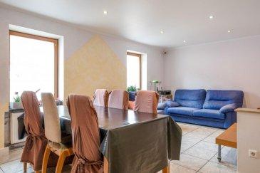 Idéal investisseur (bien actuellement loué) ou premier achat !  Mélissa INACIO, RE/MAX PARTNERS, spécialiste de l\'immobilier à Dudelange, vous propose à la vente un appartement d\'une superficie de 85,14m2 habitables. Situé au 2ème étage d\'une résidence de 4 unités, il se compose de la manière suivante :  Un hall d\'entrée desservant chacune des pièces, une pièce de séjour avec sa salle à manger de 20,40 m2, cuisine partiellement équipée, trois chambres à coucher, une salle de douche avec un coin buanderie (lave-linge et sèche-linge), et enfin une pièce séparée avec la chaudière pouvant également être utilisée comme débarras.  Cet appartement se complète par une grande cave privative d\'une superficie de 17,94m2 laquelle se trouve à l\'arrière du bâtiment en passant par une petite cour commune.   L\'appartement se trouve dans le Quartier Italien de Dudelange, en pleine expansion, proche de toutes commodités (gare ferroviaire, écoles primaires, Lycée, parc pour enfants). Le centre de Dudelange n\'est qu\'à quelques minutes de marche en prenant des passerelles et ponts spécialement conçus pour les piétons.   Des travaux/rénovations sont à prévoir, notamment pour la cuisine, le remplacement de quelques fenêtres et la mise en place d\'un radiateur dans la salle de douche. D\'autres travaux de rafraîchissements seront nécessaires (tapisseries, peinture, portes d\'intérieurs).   L\'appartement est actuellement loué.   La façade a été rénovée il y a un an et la toiture en 2016. La chaudière au gaz a également été remplacée il y a 6 ans.   Caractéristiques supplémentaires : -Dalles en béton -Spots au plafond dans tout l\'appartement -Stores d\'intérieurs -Charges annuelles 200€ (assurance de la résidence) -Charges mensuelles pour le syndic de copropriété : 25€  La commission d\'agence est incluse dans le prix de vente et supportée par les vendeurs.   Contact Mélissa INACIO au +352 661 552 196 ou melissa.inacio@remax.lu Ref agence :5096286