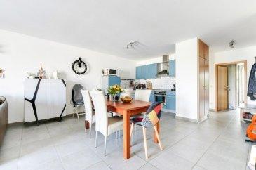 RE/MAX spécialiste de l'immobilier à Roeser vous propose à la vente cet appartement de 90m² idéalement situé, proche des commerces et de toutes les commodités. L'appartement est composé comme suit : - une cuisine ouverte donnant sur une grande pièce à vivre 45m² avec un espace rangement. une salle de bain  et un WC séparé - deux chambres 16m²-12,90m² - une salle de bain - une cuisine équiper ouverte - l'espace vie/séjour avec accès à un  balcon. Une cave privative de 10m² ainsi qu'un emplacement de stationnement dans le parking sous-terrain viennent compléter ce bien. N'hésitez pas à nous contacter pour tout complément d'informations ou convenir d'une visite.