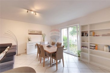 Veuillez contacter Qiqi Zhou pour de plus amples informations : - T : +352 661 570 297 - E : qiqi.zhou@remax.lu  La visite virtuelle à votre disposition : https://premium.giraffe360.com/remax-select/e8afc99427a6457693646cc7ccc7dfdd/  RE/MAX, Spécialiste de l'immobilier à Luxembourg-Beggen, vous propose, à la vente, cet appartement de Beggen dans une résidence de 5 étages. Il est situé au rez-de-chaussé (avec ascenseur).  L'appartement d'une surface d'environ 86 m² se compose comme suit : - Deux chambres à coucher (11 m² et 14 m²) - Un grand séjour lumineux avec cuisine ouverte (48 m²) - Un balcon (6,2 m²) - Une salle de bain avec W.C. (5,7 m²) - Un W.C. séparé (1,2 m²) - Une cave privative - Un emplacement intérieur  Proche de toutes les commodités (bus, supermarché, restaurants, pharmacie...).  Frais d'agence RE/MAX + TVA sont à charge de la partie venderesse. Toute offre sera soumise à l'acceptation expresse des vendeurs.  ---  Please contact Qiqi Zhou for further information: - +352 661 570 297 - qiqi.zhou@remax.lu  The virtual tour at your disposal: https://premium.giraffe360.com/remax-select/e8afc99427a6457693646cc7ccc7dfdd/  RE/MAX, Real estate specialist in Luxembourg-Beggen, offers this flat in Beggen, in a 5 floors residence, for sale. It is located on the ground floor (with lift).  The flat has a surface of about 86sqm and is composed as follows: - Two bedrooms (11sqm and 14sqm) - A large and bright living room with open kitchen (48sqm) - A balcony (6,2sqm) - A bathroom with toilet (5,7sqm) - A separate toilet (1.2sqm) - A private cellar - An interior parking  Close to all amenities (bus, supermarket, restaurants, pharmacy...).  Agency fees RE/MAX + VAT are charged to the seller. All offers are subject to the express acceptance of the sellers.