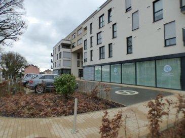 Monia Souilmi ( 691 21 29 46 / monia.souilmi@remax.lu ) et RE/MAX Luxembourg, vous présentent en location un petit bureau neuf  avec un WC et une réception qui fait 39m² environ espace commun au rez-de-chaussée d'un immeuble de l'année 2012, situé dans le quartier de Belair.  L'ensemble fait:   400 Euros mensuel et 80 Euros de charges.    La caution est liée selon la période du contrat: - 3 mois de caution pour un contrat d'1 an - 6 mois de caution pour un contrat de 3-6-9   Ce bureau est idéal pour les professions médicale, paramédicale, indépendant et toutes types de professions de services.  Réservez votre place ! Vous êtes installez au meilleur quartier de Luxembourg et à proximités de toutes les commodités. Ref agence :5096131