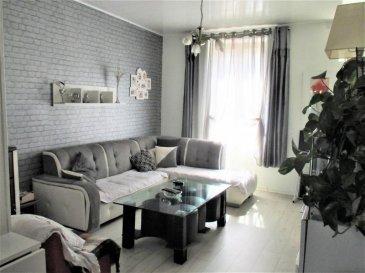 Proche des commodités, charmante maison jumelée de 83 m²  offrant au rez de chaussée un hall d'entrée, une cuisine équipée ouverte sur le salon, une salle d'eau, un wc séparé. A l'étage, deux chambres, une pièce mansardée et un grenier, deux cave, une dépendance et un jardin entièrement clos. PAPA Jean-François 06 08 97 19 19 AGENCE AGORA BRIEY 03 82 20 25 26