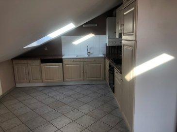 57180 TERVILLE - APPARTEMENT F2 - 48 m2 -TERRASSE - GARAGE appartement au 3ème et dernier étage de 48m2 (surface habitable) et 56 m2 (surface au sol). L'appartement est situé à 5 minutes à pied de la zone commerciale SuperGreen et à proximité des accès à l'A31.  L'appartement se compose d'un lumineux salon/séjour avec sa cuisine ouverte et entièrement équipée. Depuis ce salon/séjour, vous accéderez à une terrasse pavée. L'appartement dispose d'une salle de bain avec douche, meuble vasque et d'un WC séparé. Vous disposerez d'une chambre et d'un cellier. Un garage privatif vous permettra de stationner votre véhicule. Chauffage et production d'eau chaude par chaudière au gaz, fenêtres PVC double vitrage avec volets électriques, visiophone.