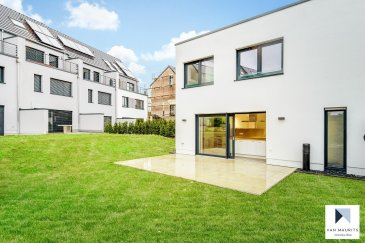 Située dans le village de Berg, entre Niederanven et Grevenmacher, cette maison unifamiliale neuve possède ± 146 m² habitables agencés comme suit:  Au rez-de-chaussée, le hall d'entrée ± 9 m² dessert le séjour ± 39 m², une belle et grande cuisine séparée ± 19 m², un bureau ± 8 m², un wc invités ± 2 m² et un palier menant à l'étage ± 7 m². L'ensemble est agrémenté d'une belle terrasse d'environ 25 m².  Au 1er étage, le hall de nuit ± 3 m² dessert trois chambres de ± 19, 15 et 13 m², une salle de bain ± 7 m² avec douche à l'italienne et une salle de douche ± 6 m².  Le sous-sol comprend un garage ± 31 m² et une buanderie-chaufferie ± 27 m².  Un agréable jardin complète ce bien.  Détails complémentaires :  Panneaux solaires en toiture ; Chauffage au sol dans toute la maison ; Belle région, école de Roodt-sur-Syre, commerces, transports en commun (bus, train), ... à proximité ; Située à 20 km du Kirchberg ;  Contrat de 2 ans reconductible d'année en année ; Loyer: 3000 € / mois - Garantie bancaire: 2 mois de loyer ;