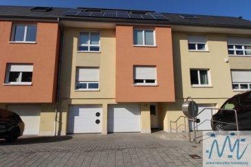 A Howald, un quartier résidentiel proche de Bonnevoie  ''active relocation luxembourg'' vous propose au 1er étage d'une petite copropriété de standing de seulement 2 appartements située dans une rue sans issue : un agréable et spacieux appartement (96m²) fraichement rénové. Comprenant un hall d'entrée, le beau séjour de 26m² et la grande cuisine équipée séparée avec sortie vers le balcon, 2 chambres, une salle de bain avec baignoire et meubles double vasques, un WC séparé, un débarras.  - une grande cave avec buanderie privative,  - 1 emplacement de parking intérieur + 1 emplacement devant le garage  - un jardin commun  complètent ce bien à visiter sans tarder.  Loyer: 1.900€ Avances sur charges: 150€ Disponibilité: immédiatement  Si vous pensez vendre ou louer votre bien, ''active relocation luxembourg'' est à votre service pour vous conseiller au mieux et vous faire profiter de toutes ses compétences en vue de commercialiser votre bien de manière professionnelle et rapide.  +352 270 485 005 info@arlux.lu www.arluximmo.lu