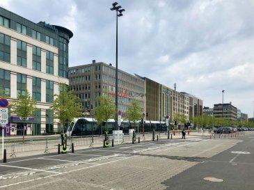 Bel appartement à louer, idéalement situé au centre de Limpertsberg.  Description:  - 58m2 - 5 étage avec ascenseur - Hall  d?entrée avec placard  - Salon lumineux - Chambre à coucher  - Cuisine équipée individuelle  - Salle de douche (rénové)  A proximité de toutes commodités (Resteraunts, Supermarché, Transport publique).   La station de Tram se trouve devant la résidence.   Possibilité de louer un emplacement intérieur pour le prix de 250€  L'appartement est libre de suite  Loyer : 1400€ Charges : 275€ Caution : 2800€ (2 mois) Frais d'agence : 1638€ TTC 17% Ref agence :1212475