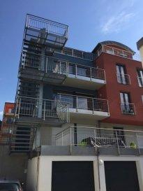 Tempocasa Prestige vous propose un appartement au 1er étage, très spacieux à proximité des écoles, commerces, centre-ville, et arret de bus, avec possibilié de faire une 2 chambre. Tel 621 220 210.